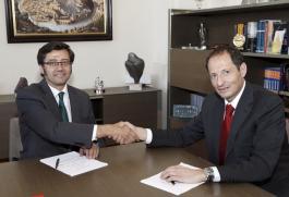 Firma del Convenio con el Banco de Santander.(H.Fraile//JCCM)